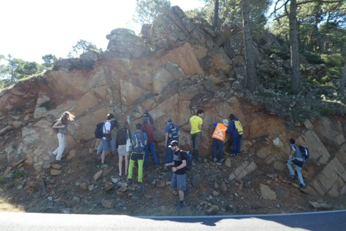 The participants observing an outcrop of foliated peridotites.